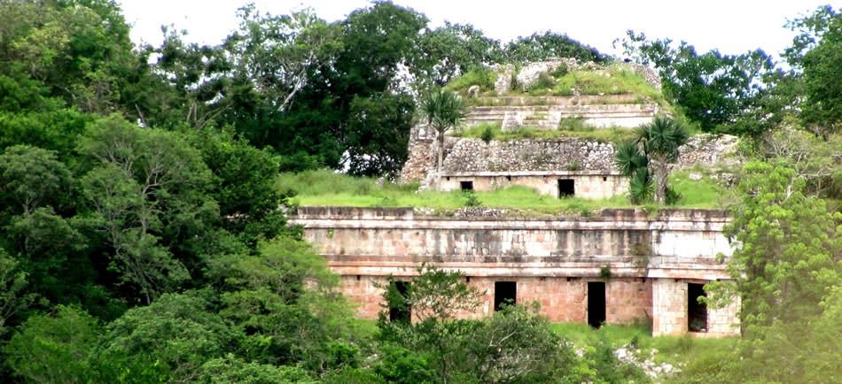 Visit ancient mayan ruins deep in the rainforests of Mexico, Belize, Guatemala, El Salvador and Honduras